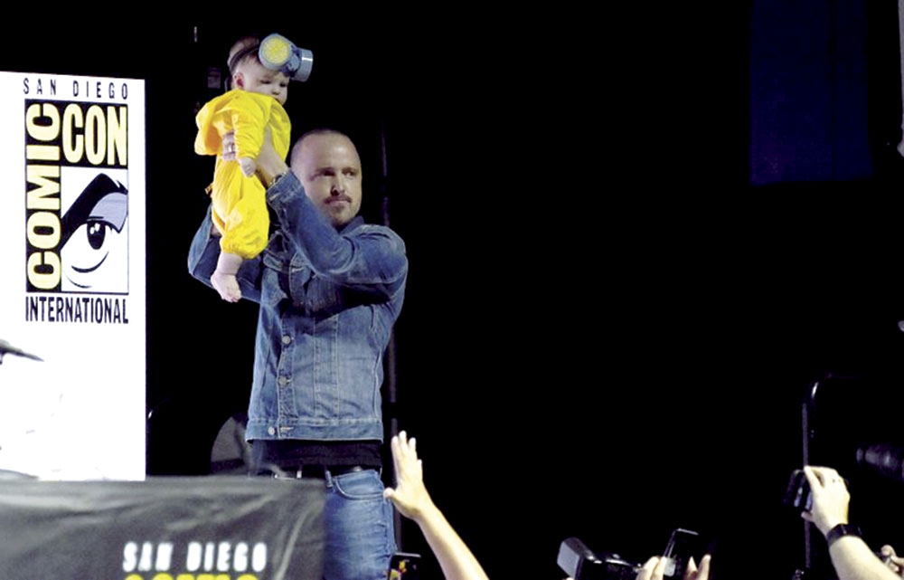 Aaron Paul brings daughter Annabelle dressed as Jesse Pinkman at Comic-Con San Diego. (AP Foto/Richard Shotwell)