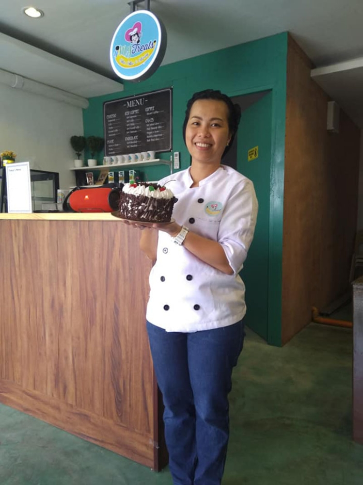 CAGAYAN DE ORO. Fatima Alpha Actub with her personally baked cake inside #MyTreats. (Photo from #MyTreats Facebook page)
