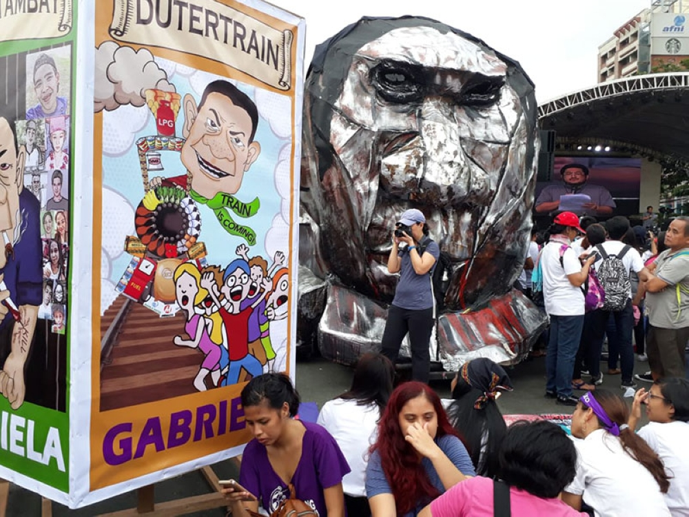 MANILA. Activists make an effigy to dramatize their demand for a stop to the implementation of the Tax Reform for Acceleration and Inclusion (Train) law during the State of the Nation Address of President Rodrigo Duterte on July 23, 2018. (Third Anne Peralta-Malonzo/SunStar Philippines)