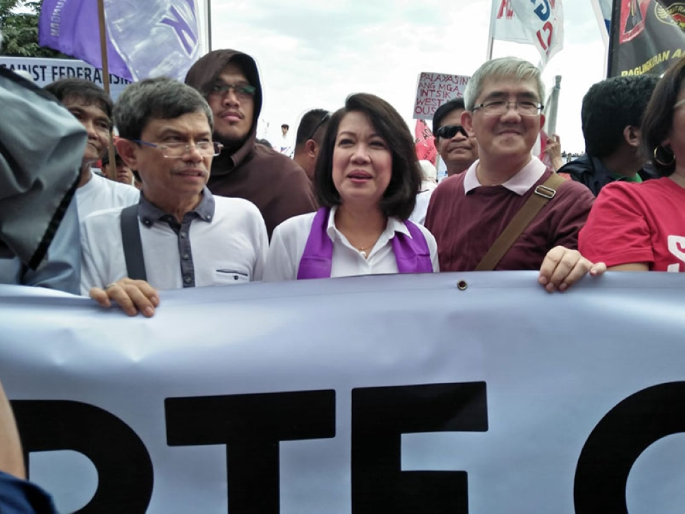 MANILA. Former chief justice Maria Lourdes Sereno (center) is among the protesters during the State of the Nation Address of President Rodrigo Duterte on July 23, 2018. (Third Anne Peralta-Malonzo/SunStar Philippines)