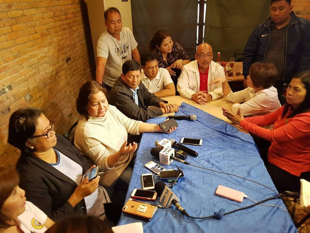 PAMPANGA. Provincial Disaster Coordinating Council Chairman Governor Lilia Pineda discusses with PDRRMO head Angie Blanco, United Flood Monitoring Office head Engr. Lita Manalo, Mayors Bon Alejandrino, Peter Nucom, Venancio Macapagal, Annette Balgan, Leonora Wong, Mylyn Pineda-Cayabyab  and Board Member Nelson Calara measures to address flooding in their respective areas during Monday's rapid damage and needs assessment meeting at Max's Restaurant in the City of San Fernando. (Chris Navarro)