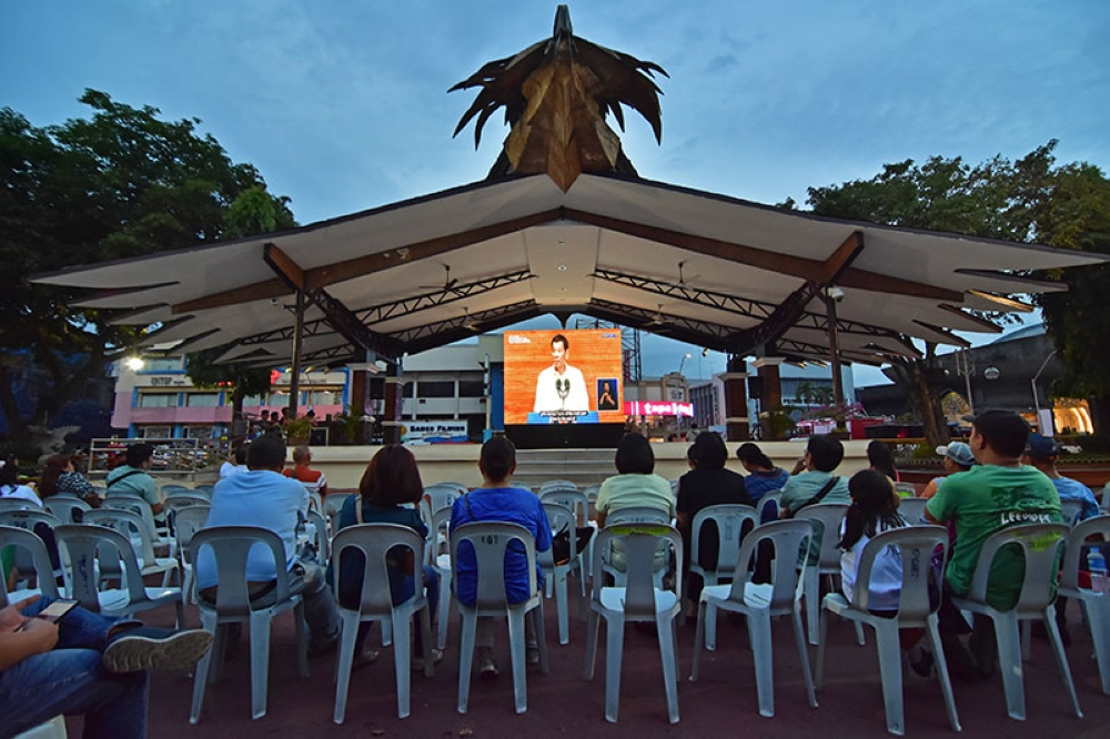 DAVAO. The seats in front of the installed LED wall are empty as Dabawenyos left Rizal Park in Davao City earlier Monday, July 23, 2018 as the State of the Nation Address of President Rodrigo Duterte started more than an hour late. But many opted to watch at home or on their mobile phones. (Photo by Macky Lim)