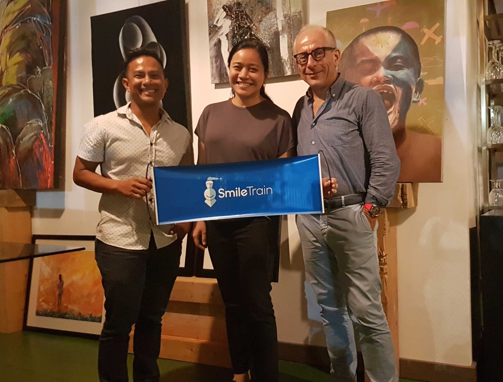ART AUCTION. From left, Noy Jopson, Kimmy Coseteng-Flaviano and Carlo Cordaro of Asmara Urban Resort during the art auction for the benefit of Smile Tain. (Contributed foto)