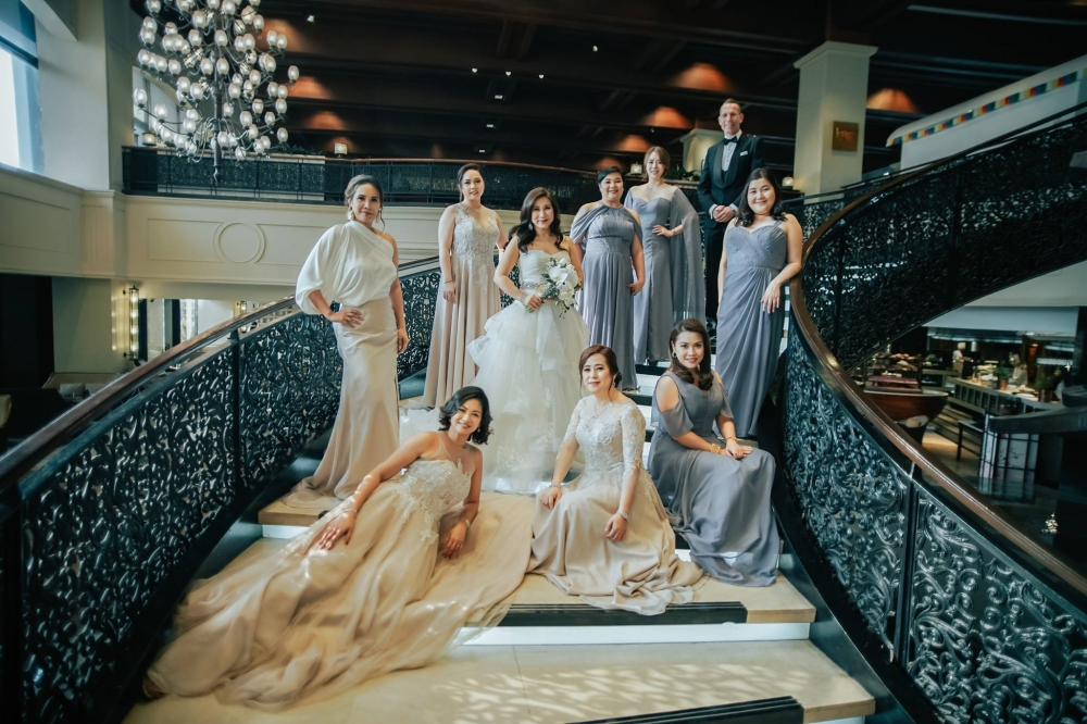 Jessica Everingham,Lani Cruz,Kristine Bite,Grace Lee, Jesse Plasman, Lindsay Ui, Ivee Chua, Elaine Ng with the bride