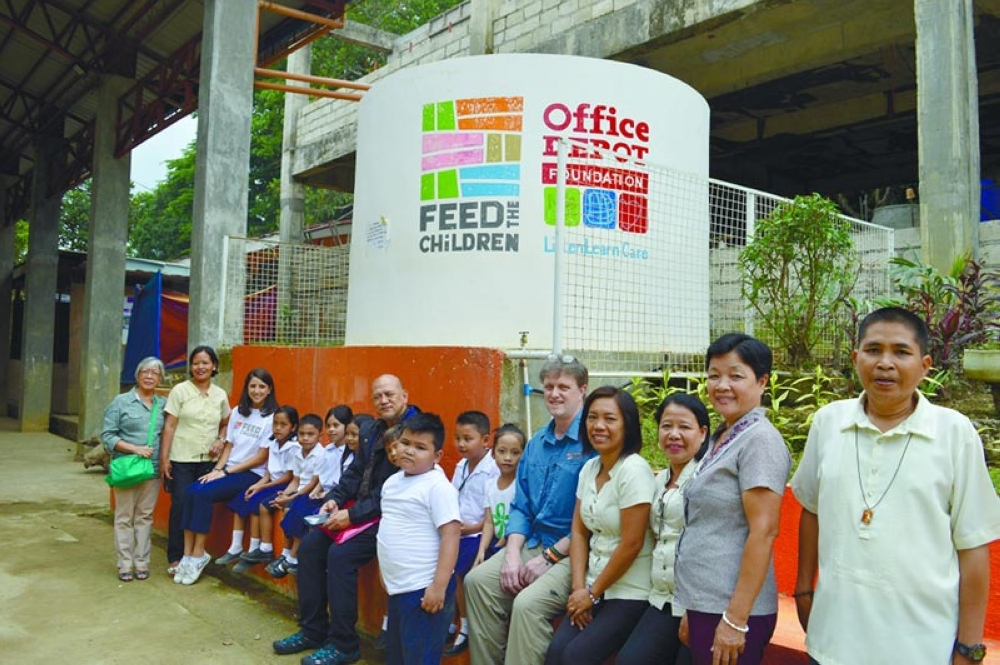 SOUVENIR POSE. The guests from Feed the Children-US pose with the children and teachers of Guba Elementary School in Cebu City, one of the group's program beneficiaries. (Contributed photo)