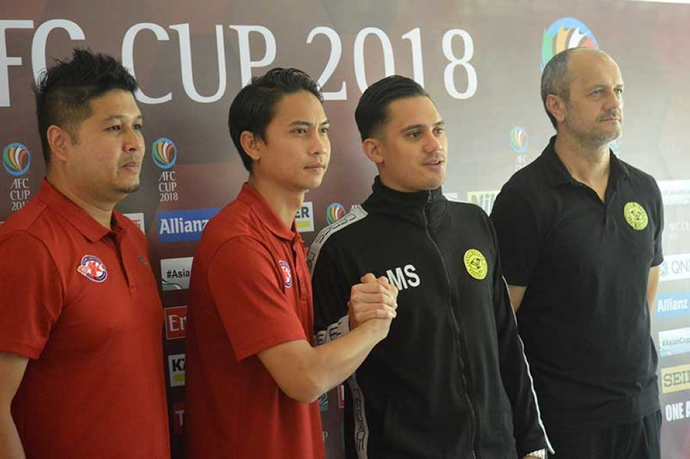 BACOLOD. Players Shahril Ishak of Home United FC and Martin Steuble of Ceres Negros FC do the ceremonial handshake on Tuesday's press conference at Luxur's Place in Bacolod City, with Coaches Aidil Sharin of Singapore and Risto Vidakovic of the Philippines. (Henry G. Doble)
