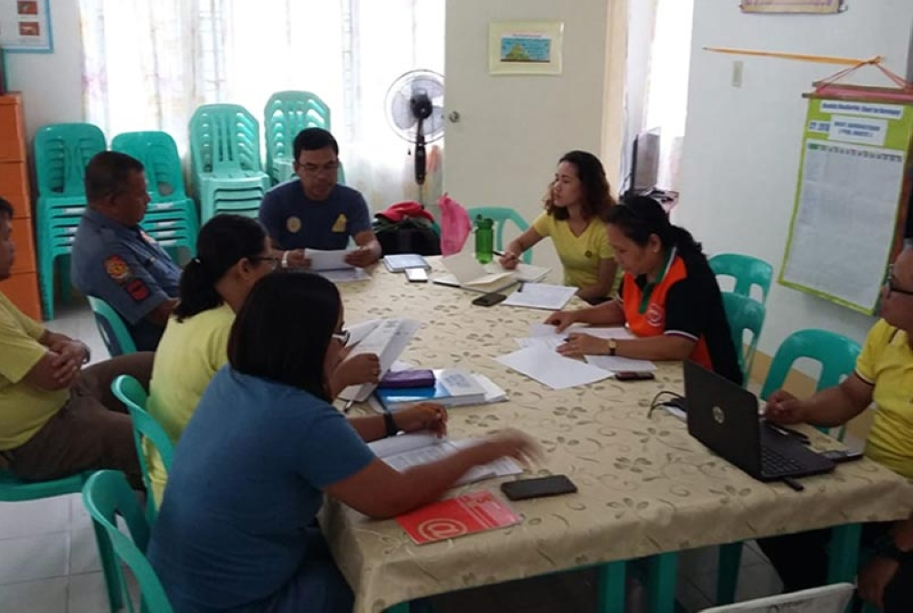 Meeting of the Incident Command System of Municipality of Maripipi, Department of Interior and Local Government, and the Municipal Disaster Risk Reduction and Management Council. (Photo courtesy of Dr. Gabby Velasquez)