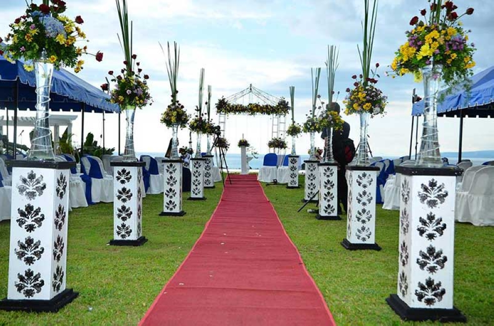 CAGAYAN DE ORO. Floral designs and decorations by Reynaldo Laparan Jr., owner of the Jun Flower Shop and Accessories. (Photos from Jun Flower Shop and Accessories Facebook page)