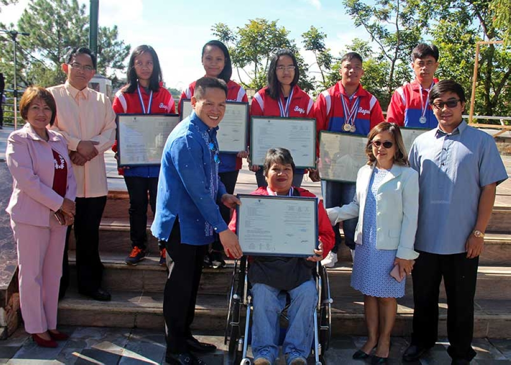 BAGUIO. Members of the City Council headed by Vice mayor Edison Bilog present Resolution Numbered 162 Series of 2018 authored by Councilor Arthur Allad-iw commending Baguio-based persons with disability athletes and their coaches headed by Powerlifting/Athletics playing coach Agustina Bantiloc for bagging 10 gold, 14 silver and 8 bronze medals during the 2018 Philspada National Para Games held in Marikina City from May 12 to 19. (Photo by Bong Cayayab)