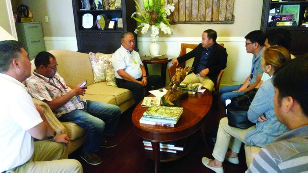 OPPOSITION. Officials of the National Historical Commission of the Philippines raised their concerns on the proposed 20-story building in the Capitol compound during a meeting with Governor Davide yesterday. (SunStar photo / Justin K. Vestil)