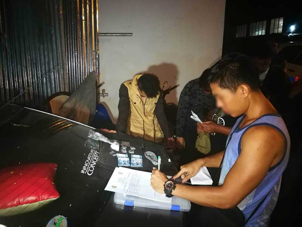 BACOLOD. Police conducts inventory on the P1.4 million worth of suspected shabu seized from two natives of Marawi City in a drug bust at Barangay 4 in Bacolod City Tuesday, August 7. (Contributed Photo)