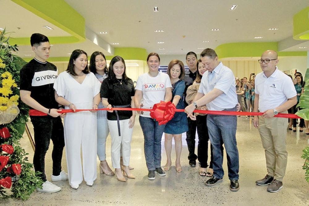 Ribbon cutting with Davao City Mayor Sara Duterte-Carpio. (Contributed photo)
