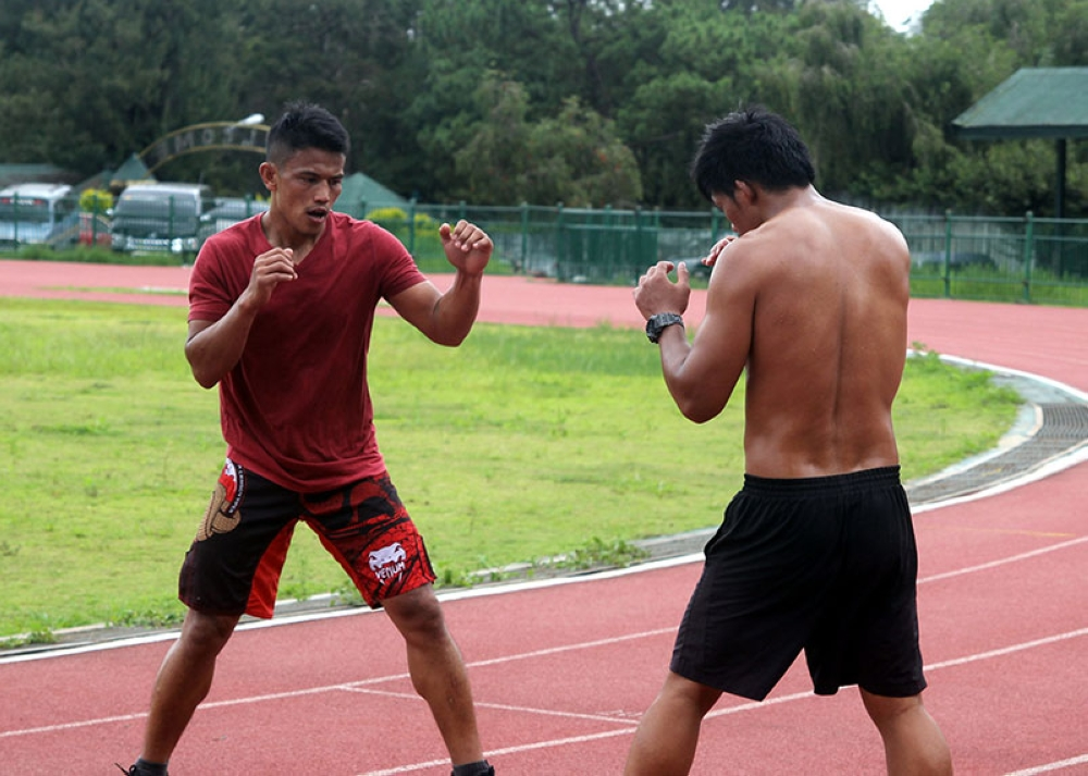 BAGUIO. Team Lakay's Edward Kelly holds a morning workout at the Baguio Athletic Bowl in preparation for his bout against Christian Lee of Singapore at ONE: Beyond the Horizon in Shanghai, China on September 8. (Photo by Roderick Osis)
