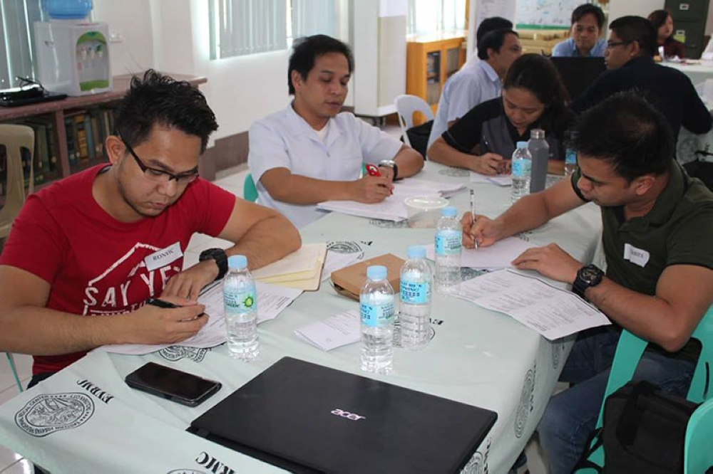"""LEYTE. Doctors and nurses comprising the """"Bridges,"""" the official publication of Eastern Visayas Regional Medical Center (EVRMC), attend a three-day journalism workshop in Tacloban City on August 10. (Photo by Dareen Kate Cueva)"""