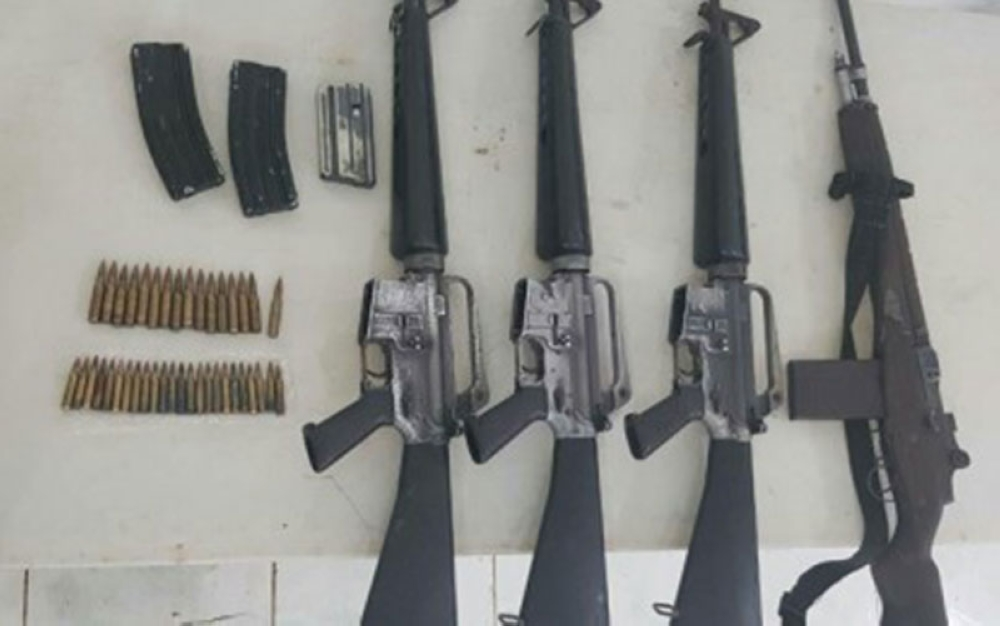 LANAO DEL SUR. The firearms and ammunition that the two members and five supporters of the Isis-inspired Maute group have yielded to authorities when they surrendered on Monday in Masiu, Lanao del Sur. (Photo courtesy of Army's 1st Infantry Division PIO)