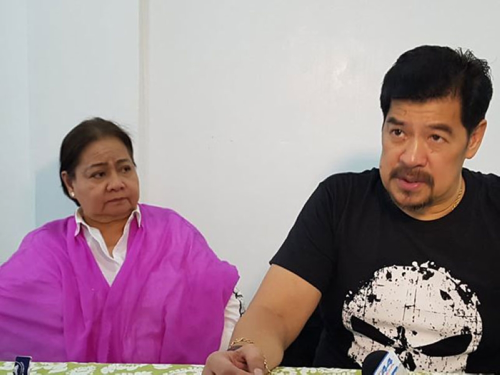 PAMPANGA. DILG Undersecretary Martin Diño together with Gov. Lilia Pineda answers questions from the media during Thursday's Barangay Officials Summit held at the Bren Z. Guiao Convention Center. The DILG is pushing for an increase in the salaries of barangay officials. (Photo by Chris Navarro)