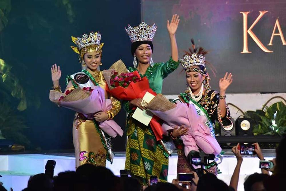DAVAO. Davao City crowned Saturday new set of Hiyas - Ness-ann Naraga of Kagan tribe (center); Hiyas sa Panaghiusa Sittie Aisha Salim of Maranao tribe (left); and Hiyas sa Kalambuan Karen Joy Dowing of Bagobo Klata tribe. (Macky Lim)