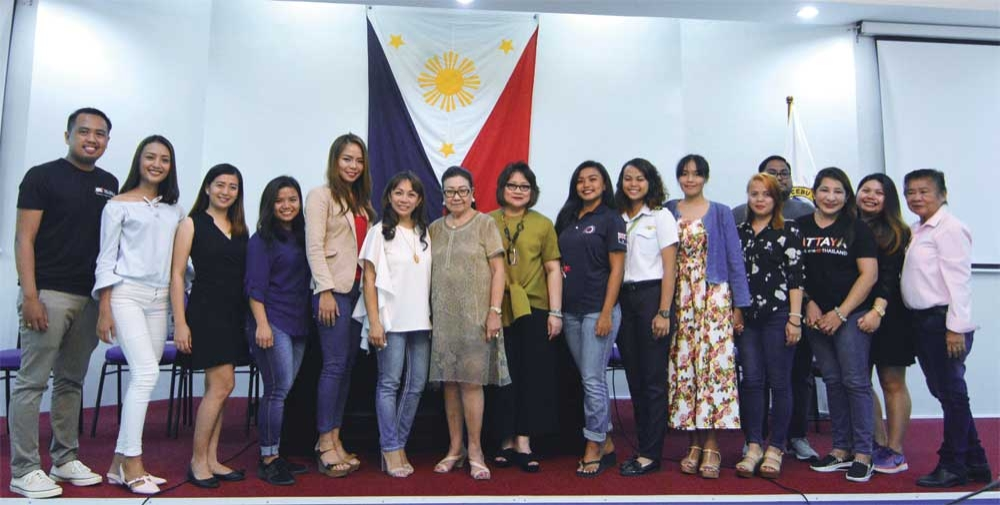 ORGANIZERS AND PARTICIPANTS of the AAA Renaissance Cebunana led by Cebu Vice Governor Agnes Magpale (seventh from left), Provincial Board Member Gigi Sanchez (sixth from left) and Melanie Ng (eighth from left) pose during the presentation of candidates at the Capitol Session Hall.