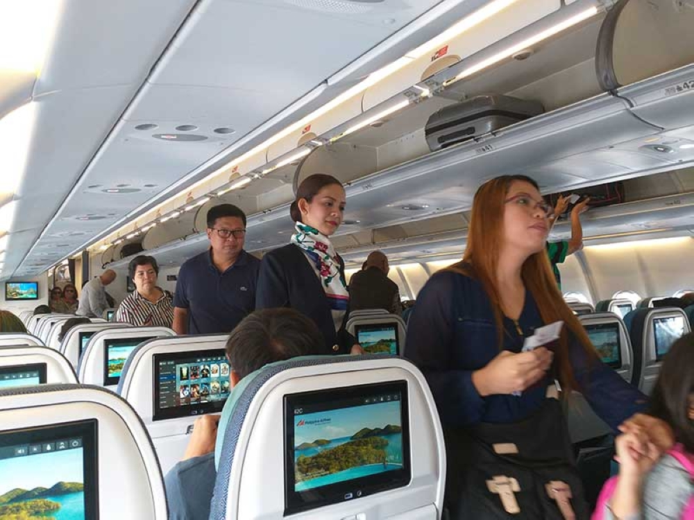 Passengers boarding on Philippine Airlines' A330 tri-class airbus from Manila to Bangkok, Thailand. (Erwin Nicavera)