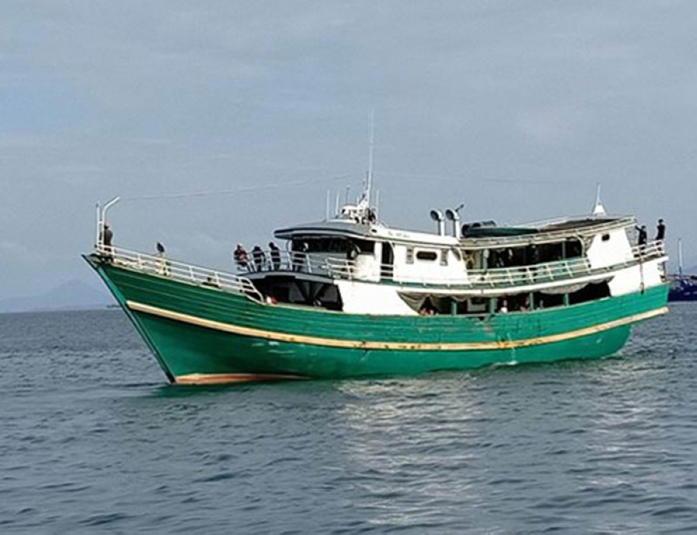 ZAMBOANGA. The Philippine Coastguard intercepts on Sunday, August 12, M/L Al Hapidz as it was about to dock at a private wharf in Zamboanga City. It carries 63 passengers, including 41 undocumented Filipinos, who came from Sabah, Malaysia. (Bong Garcia)