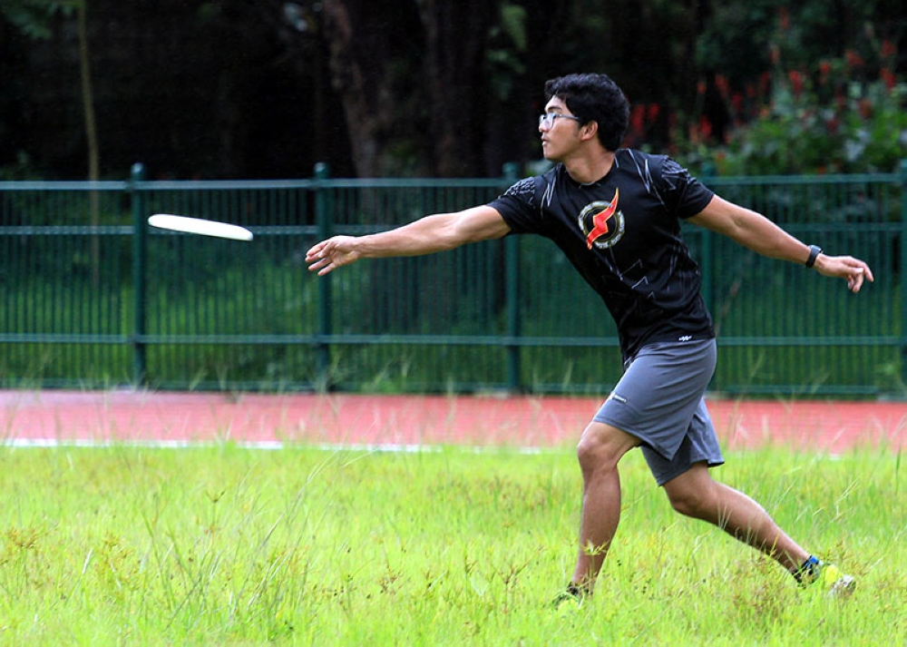 BAGUIO. Baguio's Frisbee squad continue training despite the intensified monsoon rains in the highlands. (Photo by Jean Cortes)