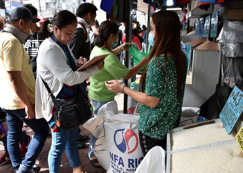 BAGUIO. Consumers in Baguio City line up for NFA rice at the city's public market. While NFA remains scarce in some parts of the Cordillera region, NFA–Kalinga has reserved some 800 bags rice under its Calamity Reserve Program allocated during typhoons and calamity. (Photo by Redjie Melvic Cawis)