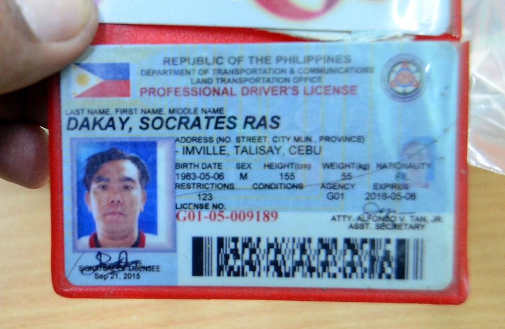 Napatay. Ang gingong amo ni Marlon Ras Navarro nga si Socrates 'Isok' Dakay napatay sa kapulisan kay giingong nisukol. (Alan Tangcawan)