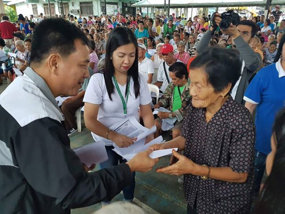 PAMPANGA. Apalit Mayor Peter Nucom distributed on Tuesday some P1,575,000 for the third quarter social pension pay-out of 1,050 senior citizens in 12 barangays in the town. They were given P1,500 each. (Chris Navarro)