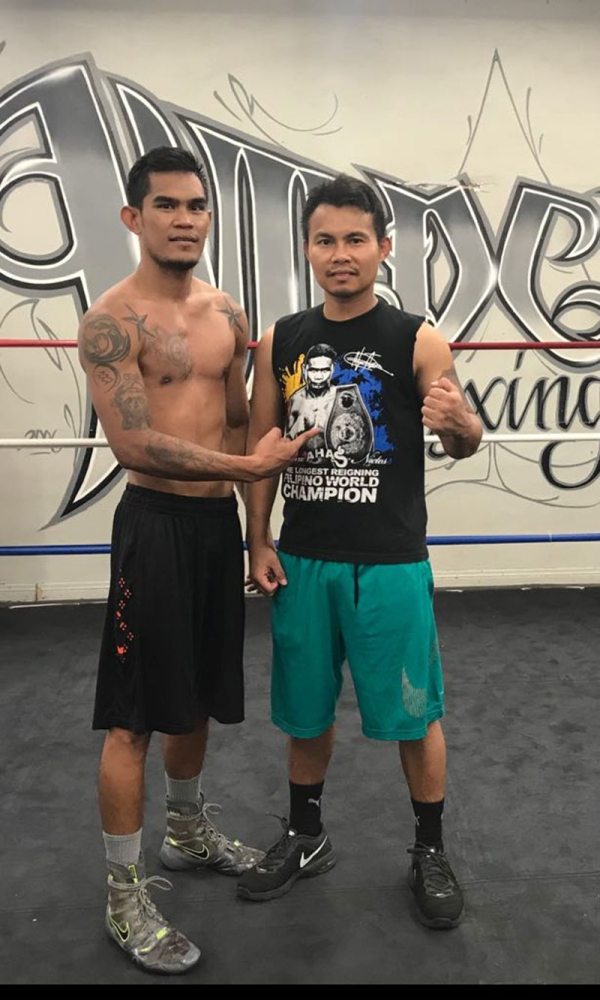 FAMILIAR FOE.  Aston Palicte points to a Donnie Nietes shirt his trainer Rodel Mayol is wearing during a training session. Mayol said he used to spar with Donnie Nietes when he was an active boxer. Contributed photo