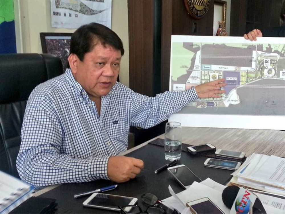 CEBU. In this file photo, Cebu City Mayor Tomas Osmeña holds a press conference on the move of the City to return the P4.5 billion it received from Filinvest for the SRP deal. (Razel Cuizon/SunStar Cebu)