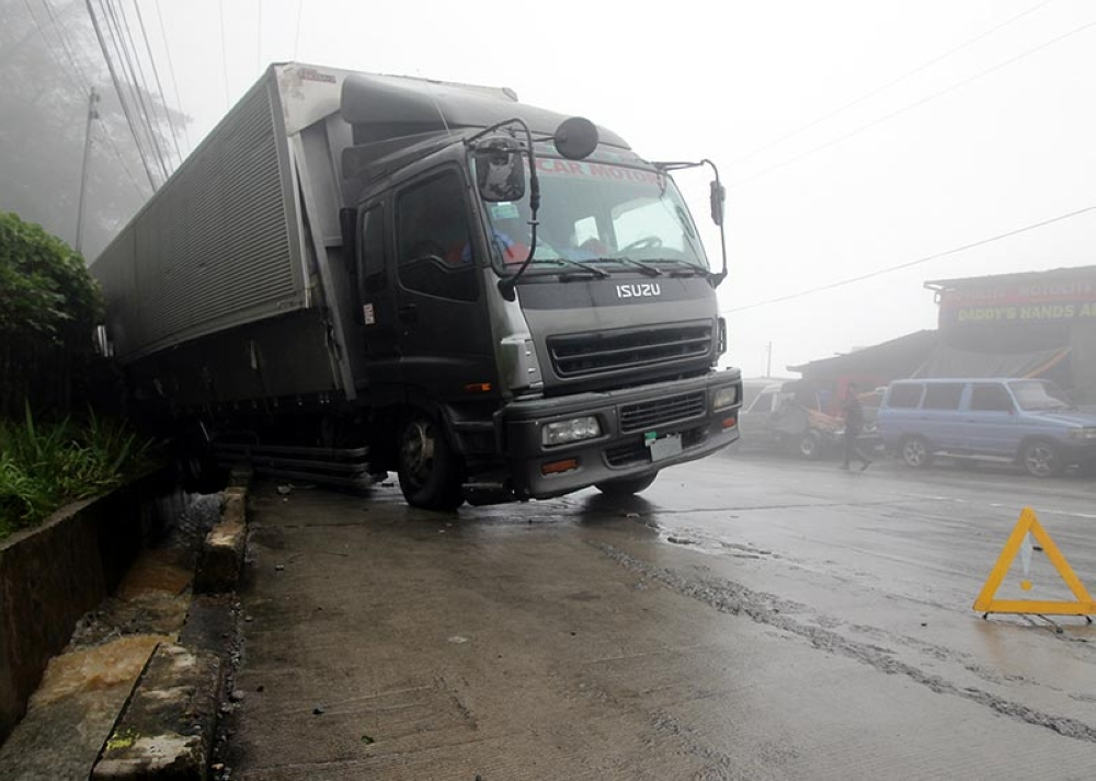 BENGUET. A ten-wheeler truck is stuck along the foggy portions of Kadmangan, Upper Poblacion in Tuba, Benguet. Vehicular accidents are eminent in the area. (Photo by Jean Cortes)