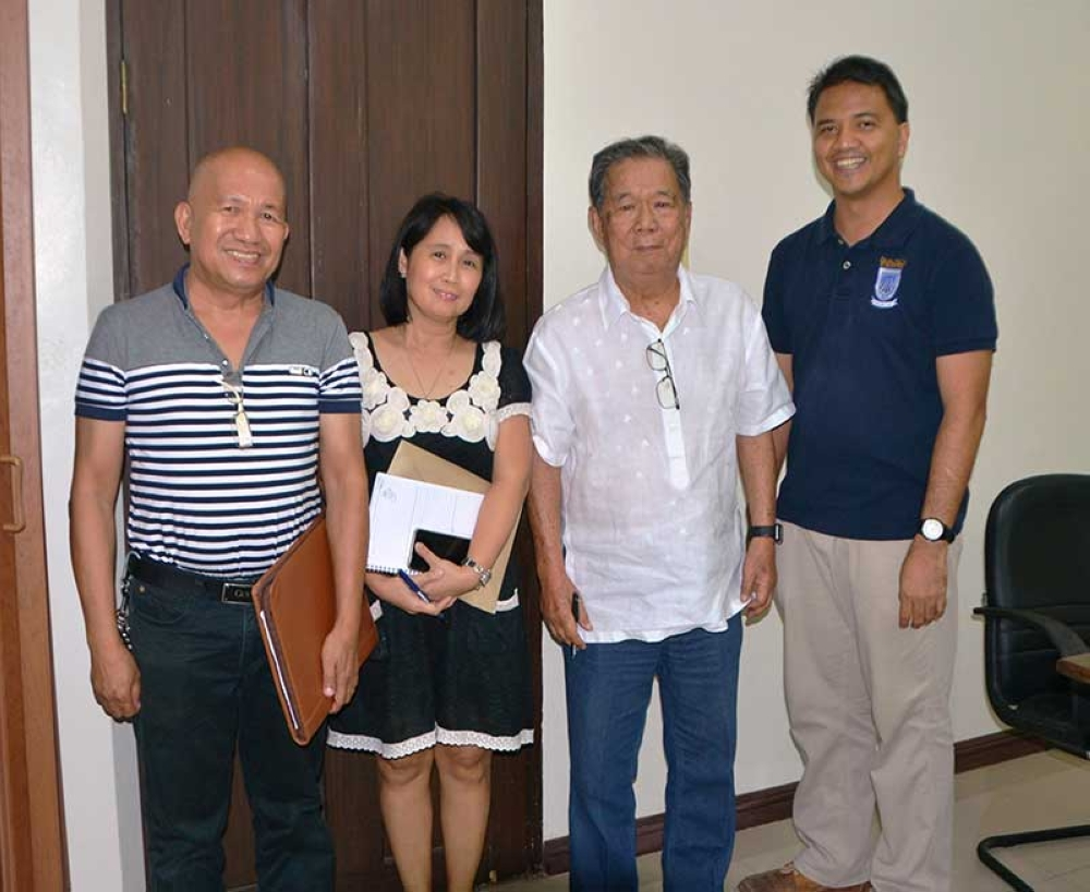 BACOLOD. Negros Occidental Governor Alfredo Marañon Jr. (2nd from left) together with Roger Sarmiento and Felipe Espinosa, both of Buglas Foundation Inc., and Provincial Scholarship Program head Karen Dinsay at the Provincial Capitol on August 16, 2018. (Contributed photo)