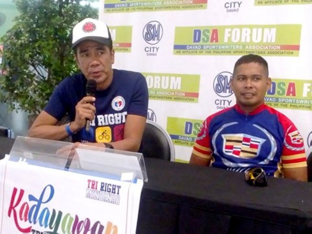 "DAVAO. Si Triathlon Association of the Philippines (Trap) Mindanao representative ug race director Eustaquio ""Stax"" Savellano naghatag og detalye alang sa Kadayawan Triathlon 2018. (Adam Morrell)"