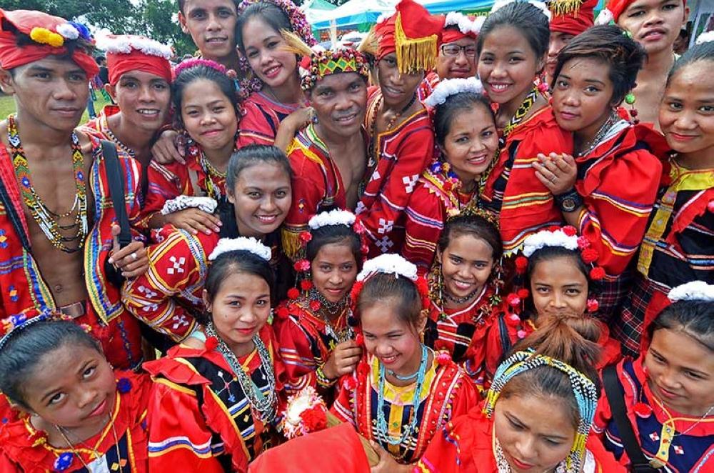 DAVAO. Madasigong nagpahulagway ang mga lumad atol sa ilang presentasyon nga nahimong tipik sa Kadayawan sa Davao, karong tuiga. (Macky Lim)