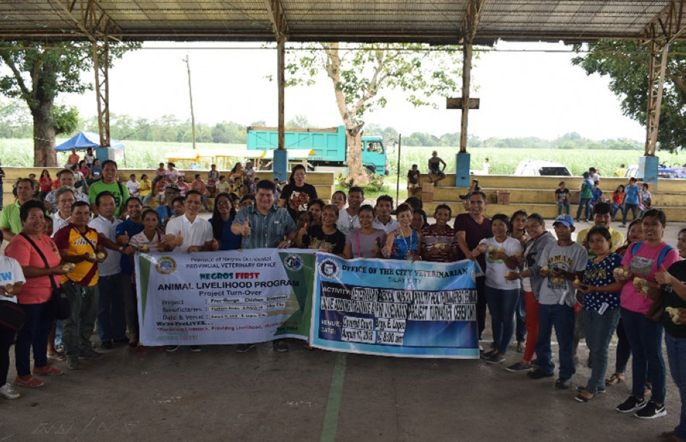 BACOLOD. Provincial Veterinarian Renante Decena (6th from left) and Silay City Mayor Mark Andrew Arthur Golez (7th from left) lead the turnover of free-range chicken livelihood project to recipient farmers associations in Barangay E. Lopez of the said city on Friday, August 17. (Contributed Photo)