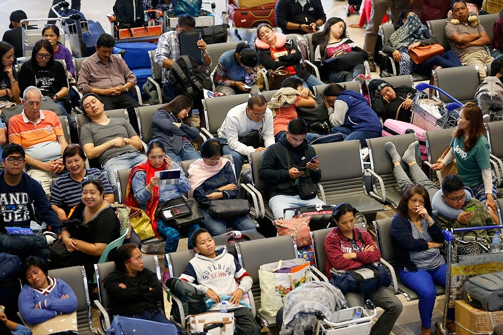 Not there yet. Stranded passengers rest in the lobby of the Ninoy Aquino International Airport, more than 24 hours after Xiamen Air, a Boeing passenger plane from China, skidded off the runway while landing under a heavy rain. (AP Foto/Bullit Marquez)