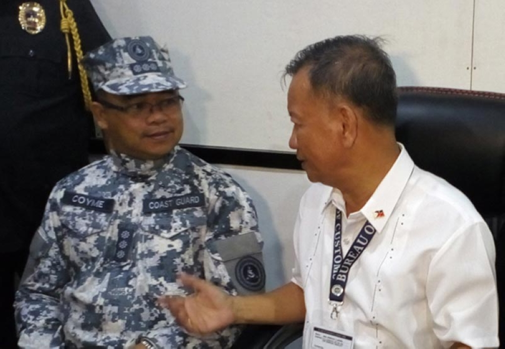 ZAMBOANGA. Capt. Joseph Coyme, Coastguard District Southwestern Mindanao commander (left), listens intently to Bureau of Customs Commissioner Isidro Lapeña as they discuss the government's intensified anti-smuggling campaign. (Bong Garcia)