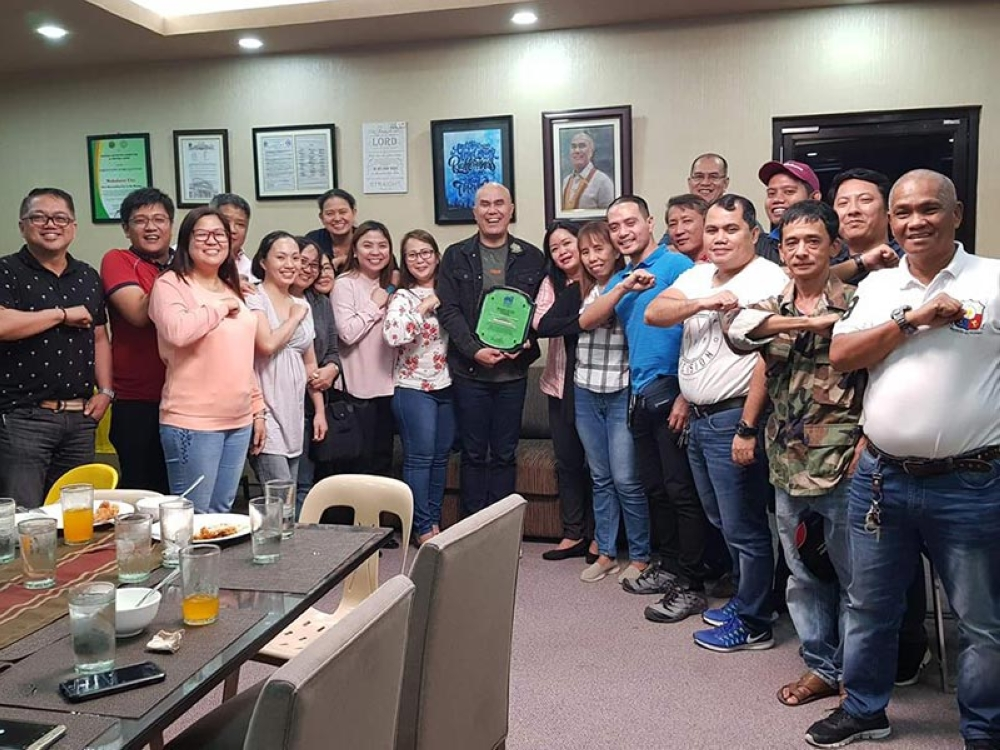 Mayor Cris Garbo, together with other local officials, shows Mabalacat City's Most Improved LGU award which was given by the DTI. (Photo courtesy of City Administrator Rosano Paquia)
