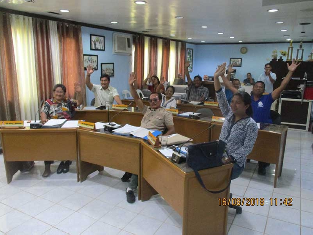 CANDONI. Members of the Municipal Council during their unanimous voting for the memorandum of agreement. (Contributed Photo)