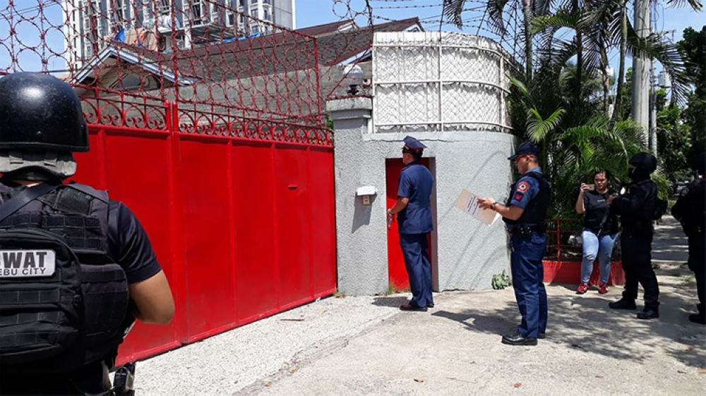 CEBU. Police went to the house of Cebu businessman Peter Lim in Barangay Kasambagan, Cebu City, to serve the arrest warrant against him. Lim, however, was not around. (Photo by Arnold Bustamante)