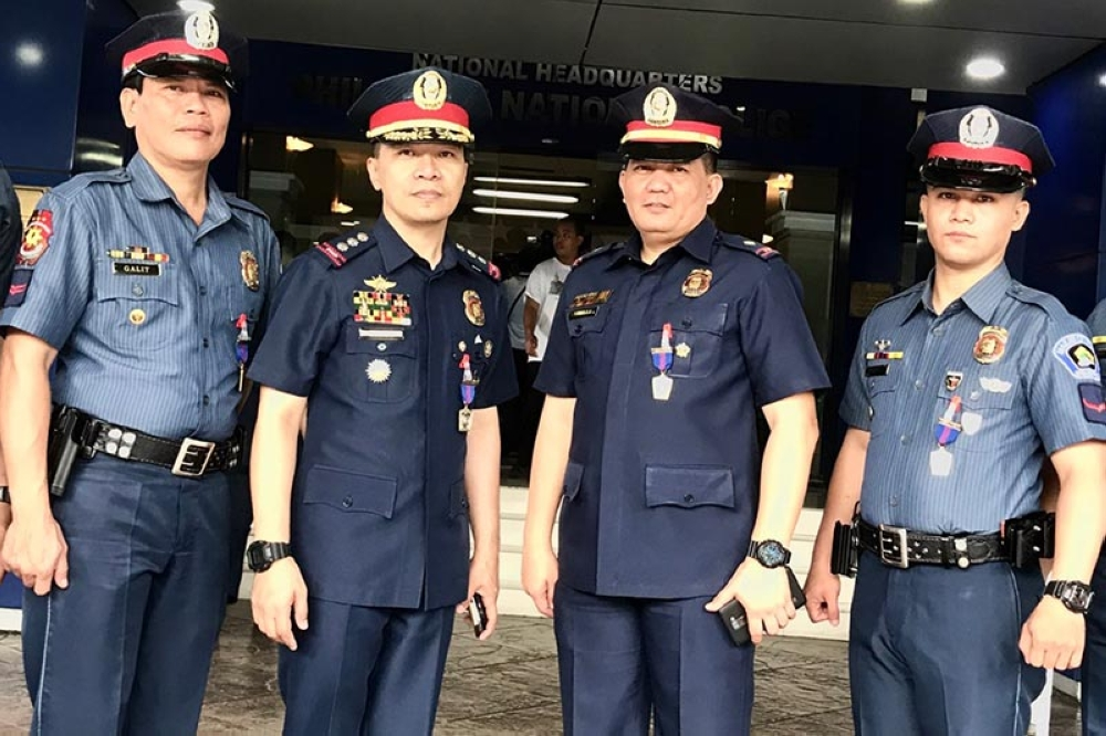MANILA. Makati City police chief Rogelio Simon poses with the Makati DEU team involved in Makati bar raid. Simon received in behalf of the team a Medalya ng Kagalingan (medal of excellence). (Third Anne Peralta-Malonzo/SunStar Philippines)