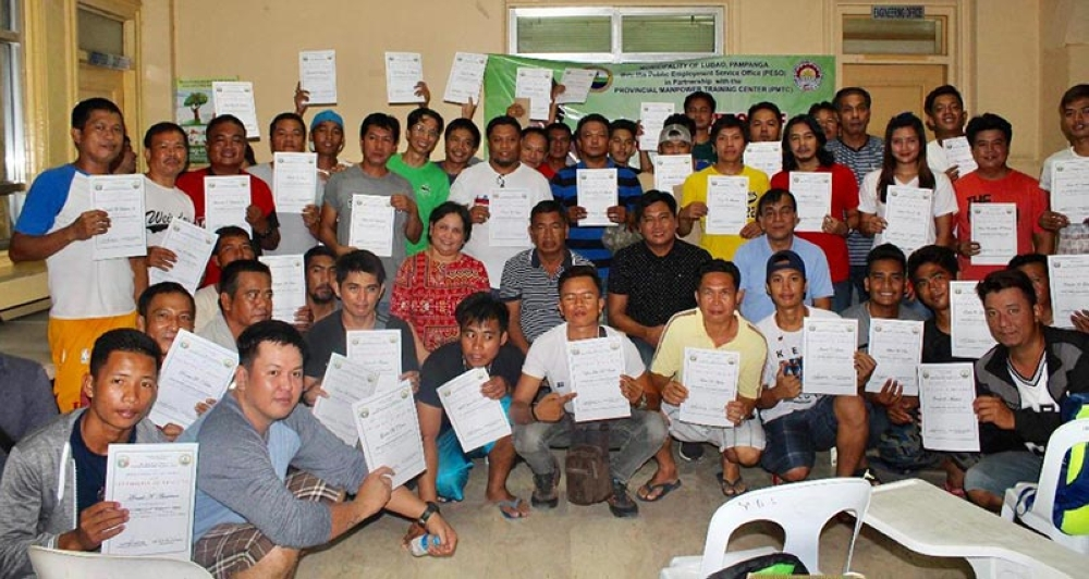 PAMPANGA. Graduates of the Heavy Equipment Operator's Training in Lubao show their NC-II certificates as they are joined by Vice Mayor Robertito Diaz, Councilor Jay Montemayor, Municipal Administrator Elizalde Bernal and representatives from the Provincial Treasurer's Office and Provincial Manpower Training Center. (Contributed photo)