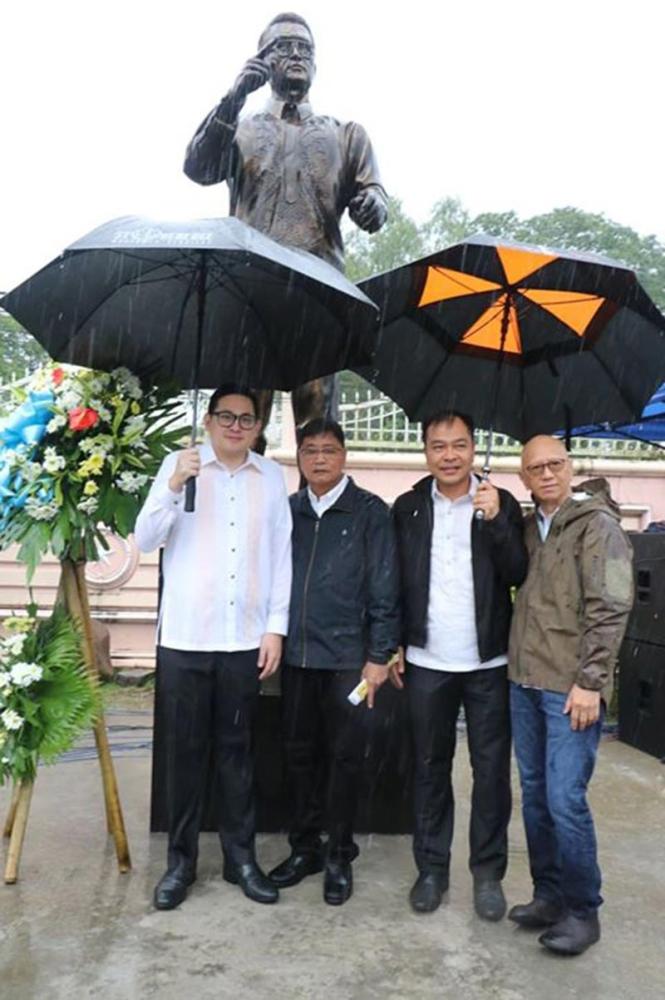 PAMPANGA. Senator Paolo Benigno Aquino IV, together with Mayor Edwin Santiago, Councilor Harvey Quiwa and Vice Mayor Jimmy Lazatin, led the commemoration of Ninoy Aquino's 35th death anniversary. (Chris Navarro)