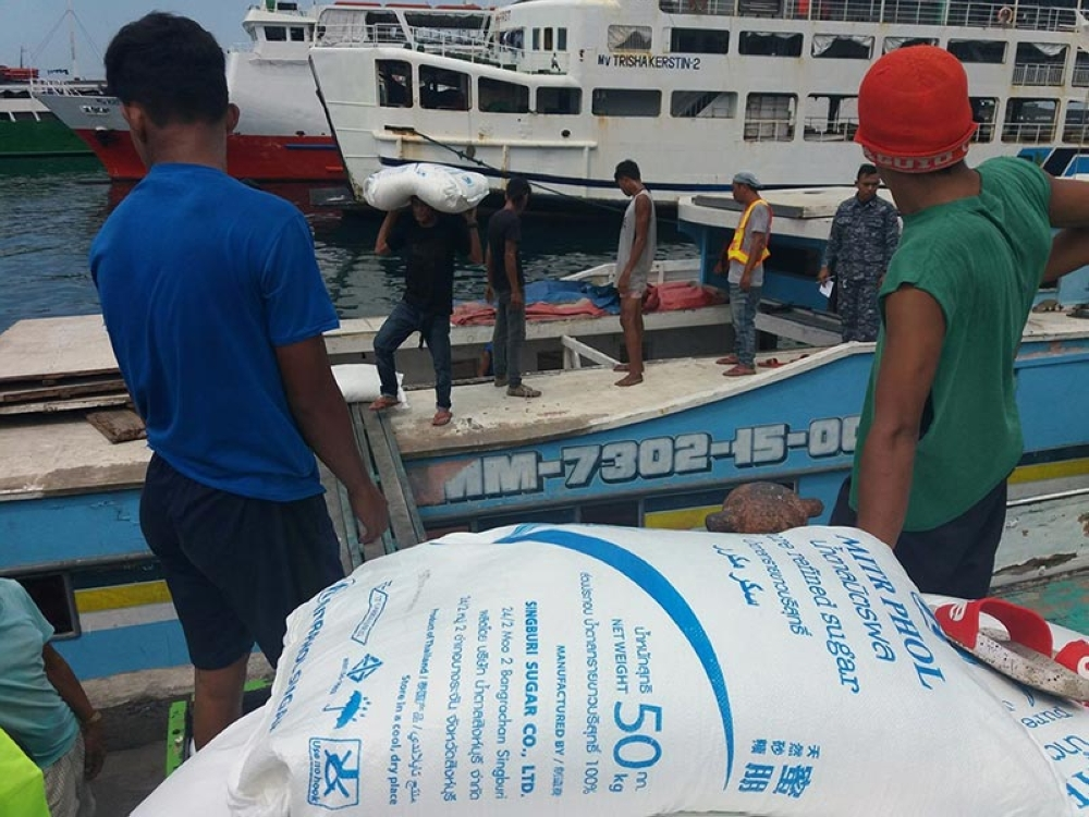 ZAMBOANGA. Contracted laborers unload on Monday, August 20, the apprehended smuggled sugar aboard M/B Fatima Shakira at the port of Zamboanga. Joint Coast Guard and Customs personnel intercept the shipment on August 19. (Bong Garcia)