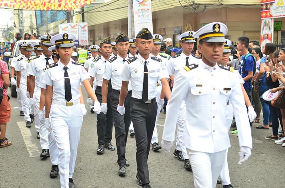 DAVAO. Ang mga tinun-an sa Maritime sa MATS College of Technology sa Davao City misalmot sa parada sa Pamulak sa Kadayawan niadtong Agosto 19, 2018. (Macky Lim)