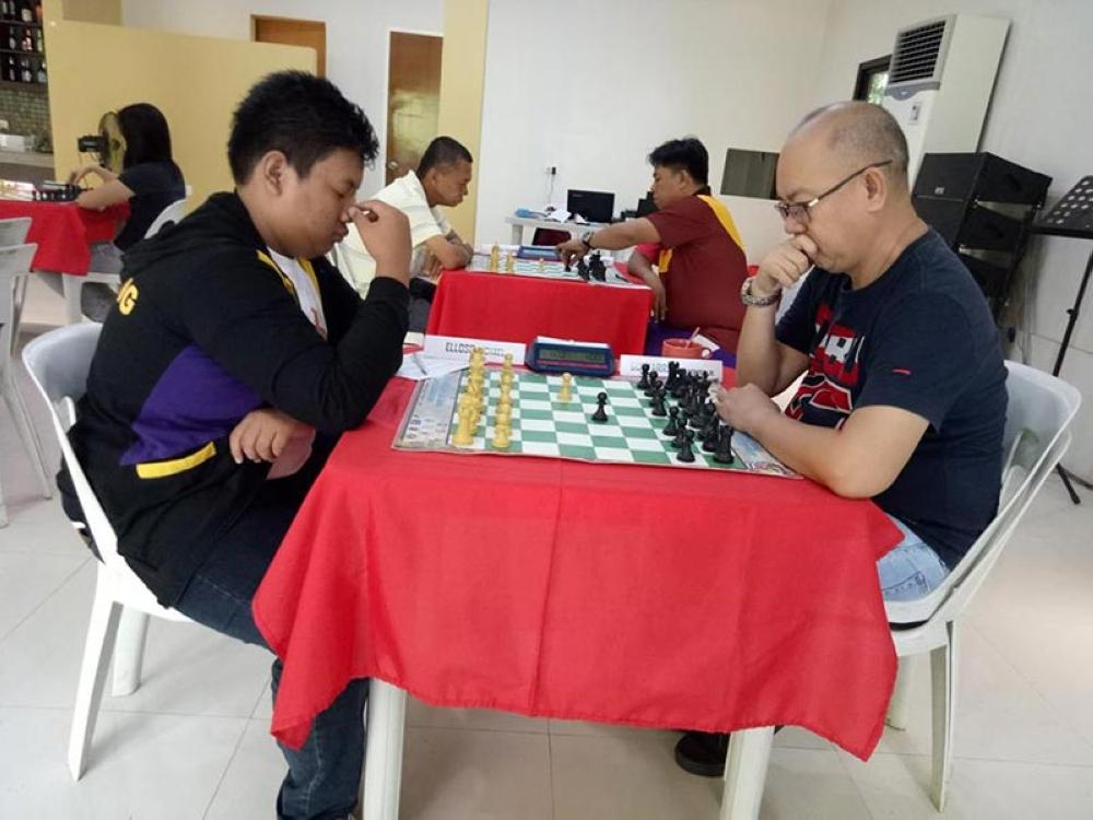 DAVAO. Ang mga partisipante nga nagtigi sa Narcilla Chess Championship didto sa Jardin del Roca Mountain Resort, Bayabas, Toril ning siyudad nga nahuman niadtong Martes. (Hulagway gikan Ely Acas)