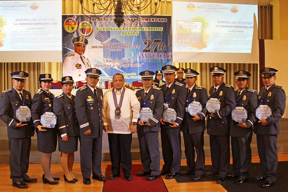 BAGUIO. Bureau of Jail Management and Penology chief and jail director Deogracias Tapayan assisted by BJMP-CAR regional director S/Supt Edgar Bolcio and regional chief directorial staff Supt. Mary Anne Tresmanio join BJMP CAR's BESTs individual awardees during the 27th BJMP-CAR Anniversary on  August 22. (Photo by Bong Cayabyab)