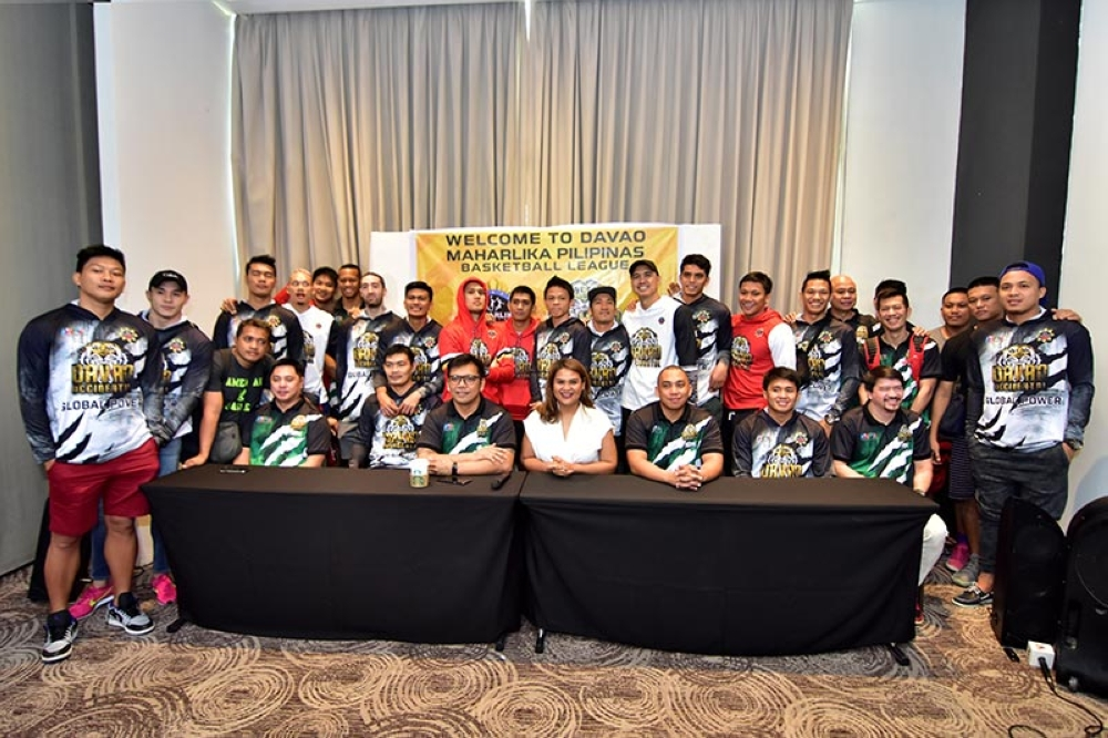 DAVAO. Team owner Claudine Bautista, team manager Bhong Baribar and head coach Don Dulay lead players and staff of the Davao Occidental Tigers Cocolife in a photo opportunity after a press conference at Seda Hotel Tuesday. (Macky Lim)
