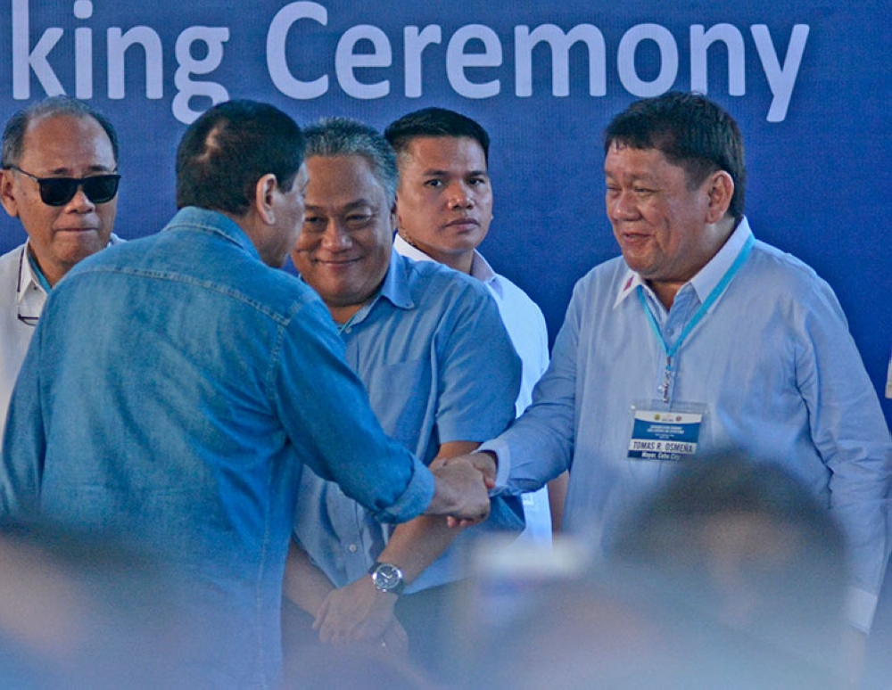 CEBU. In this file photo, President Rodrigo Duterte greets Cebu City Mayor Tomas Osmeña after his speech during the groundbreaking of Cebu-Cordova link expressway project. Also in photo is Cebu Provincial Governor Hilario Davide III (center). (Amper Campaña/SunStar File)