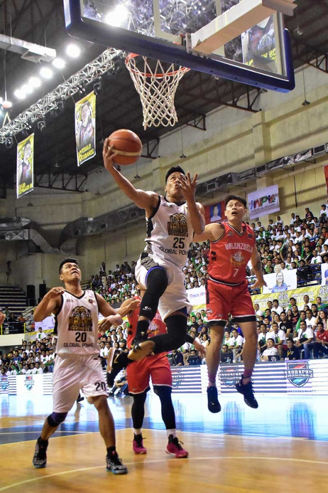 DAVAO. Billy Ray Robles of Davao Occidental Tigers drives to the basket in their Maharlika Pilipinas Basketball League (MPBL) Datu Cup 2018 against Valenzuela CDO Idol Cheesedogs at the Usep Gym in Davao City Thursday evening. (Macky Lim)